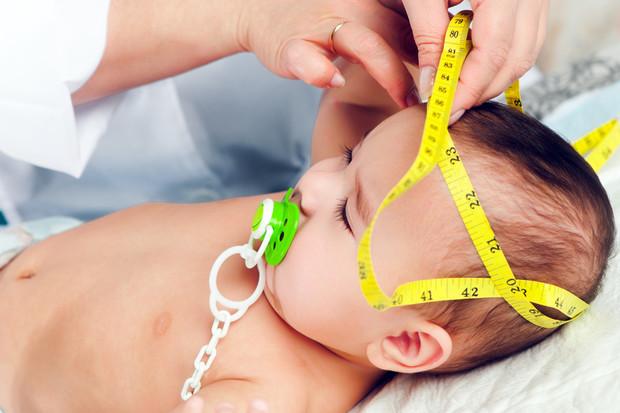Зачем у грудничка измеряют окружность головы?