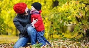 Осенняя прогулка с ребенком: чем заняться?