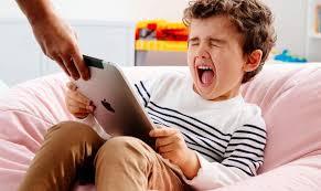 Планшет для ребенка — польза или вред?