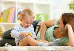 Ребенок по-прежнему плачет в детском саду: что делать?