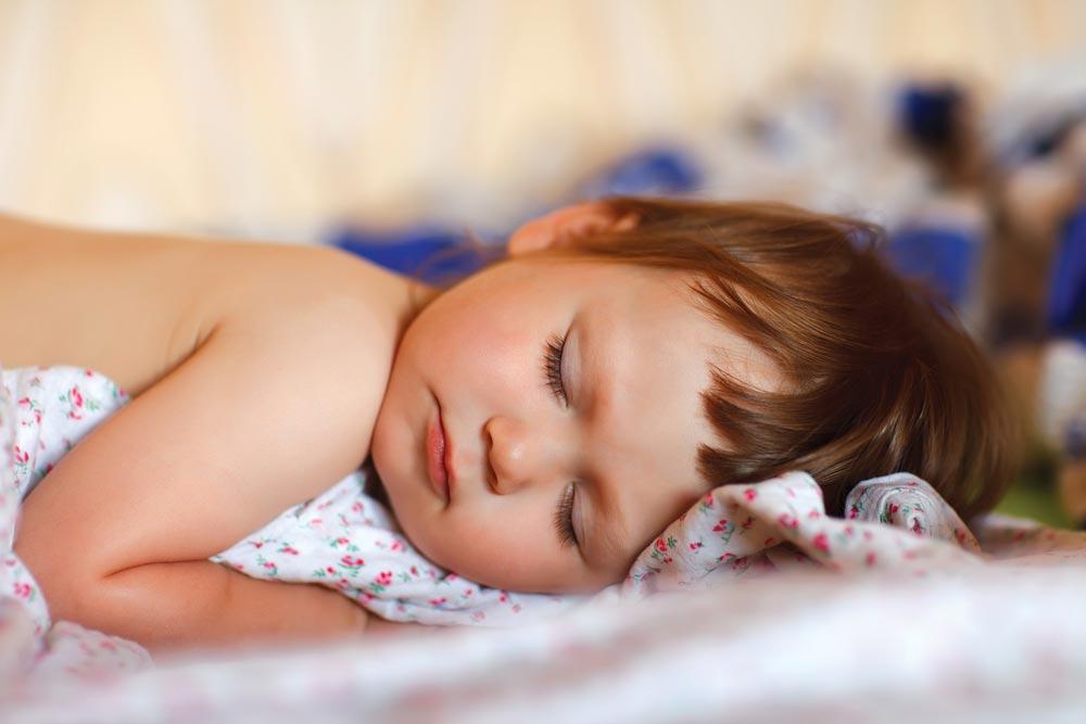 Ребенку год. Когда переходить на один дневной сон?