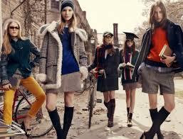 Белый верх, темный низ: как сохранить индивидуальность, если носишь школьную форму?