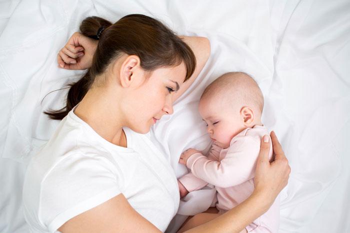 Сколько должен спать ребенок? Дневной сон ребенка до года: 4 варианта