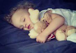 Укладываем спать с любимой куклой и колыбельной