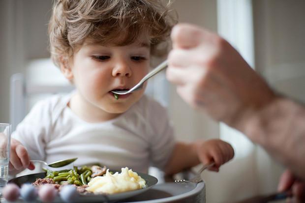 Правильное пищевое поведение с пеленок