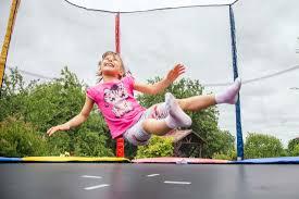 Батут, фитбол, прыгунки для ребенка: полезно или вредно?