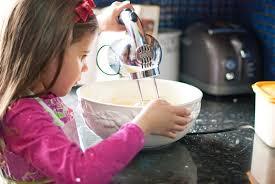 Сдобная выпечка для ребенка: чем она опасна