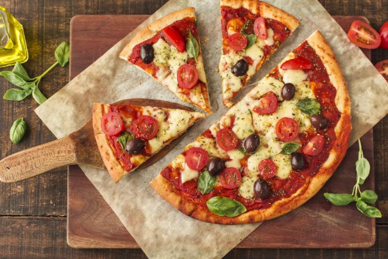 Вкуснейшая пицца в пиццерии Cipollino