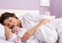 Сон с ребенком и грудное вскармливание: правило или исключение?