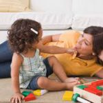 Воспитывай, наблюдая: 6 способов сделать уход за ребенком приятным