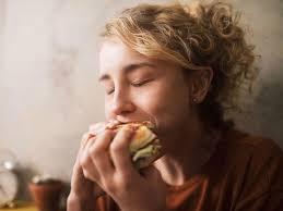 Как справится с ПМС с помощью еды