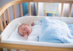 Детская кроватка: что внутри? Матрас, пеленки, позиционер