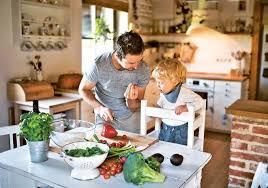 Как оборудовать кухню и гостиную, если ребенок вот-вот научится ходить