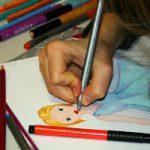 Выбираем цветные карандаши и фломастеры