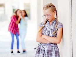 Девочки-подростки: чем они опаснее сверстников