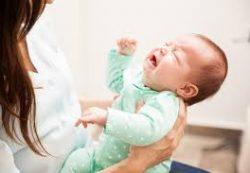 Почему новорожденные плачут без слез: объясняет врач