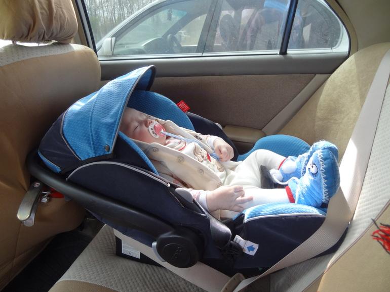 Новорожденный в машине: полезные рекомендации