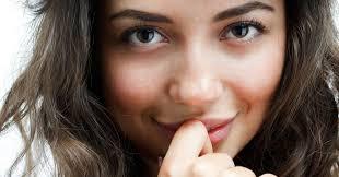 3 самых гормонально опасных этапа в жизни женщины: что о них нужно знать