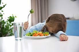 Ребенок мало ест – или вам так кажется? Как перестать кормить насильно