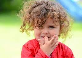 Ребенку 4 года, сосет палец. Как отучить?