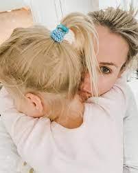 На сколько можно уехать, оставив ребенка, чтобы не было травмы?
