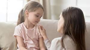 Ребенок не отпускает маму: что делать?