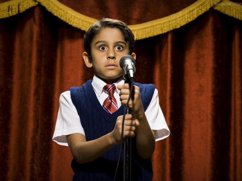 Ребенок стесняется выступать на утреннике – что предпринять?