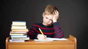 Две трети школьников в России вынуждены делать уроки по ночам