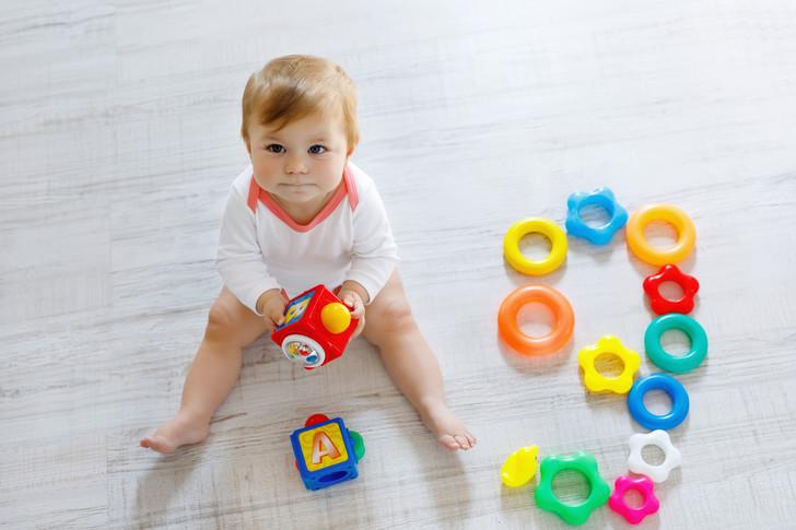 Можно ли малышу сидеть на голом полу и еще 4 вопроса детскому урологу