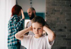 Что чувствуют дети, когда ссорятся родители: «От страха болит живот»